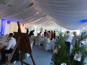 A tó esküvők tökéletes helyszíne nagy létszám esetén is. Az egybekelés megünneplése valósulhat meg a Balaton egyik legszebb helyén.