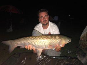 Amúr fogás 24 órás horgászversenyen.