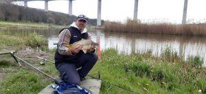 Ikonikus környezetben horgászhatsz a Völgyhídi Horgásztavon